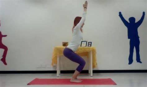 posizione della sedia i punti fondamentali utkatasana la posizione della