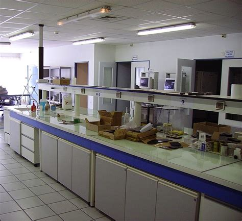 lab bench transformation file laboratory bench2 jpg wikimedia commons