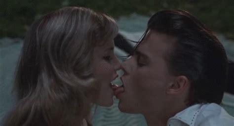 Imagenes Tumblr Gif Kiss | kiss gif find share on giphy
