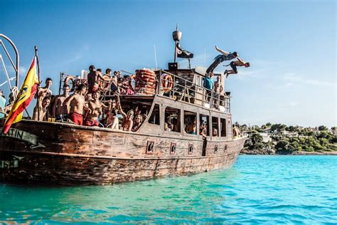 barco pirata fiesta en barco pirata por mallorca reserva en civitatis