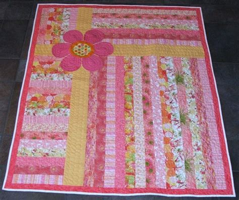 Speedy Jelly Flower jelly roll quilt with quilts