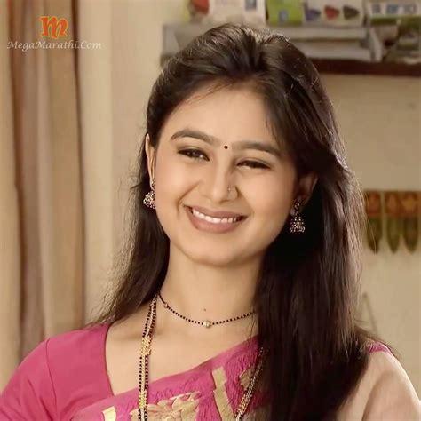 mrunal dusanis hd wallpapers mrunal dusanis marathi actress biography hd photos wallapers