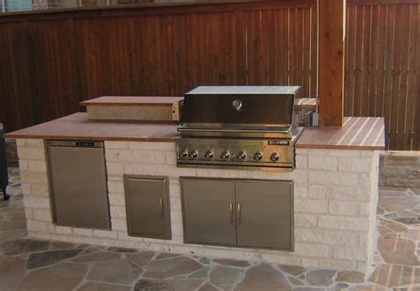 outdoor kitchen backsplash photos 12 outdoor kitchen with 9 bar tile backsplash home and