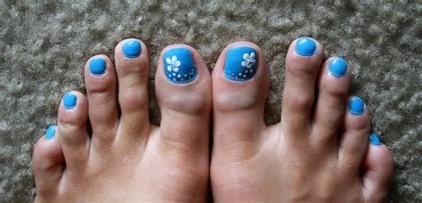 flower design on toes flower nail art designs acrylic nail designs