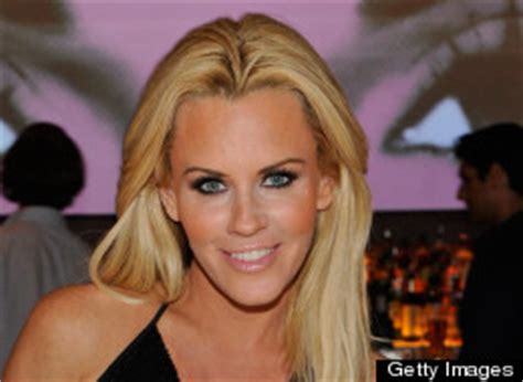 jenny mccarthy bathtub jenny mccarthy poses in the bath for hollywood at home special