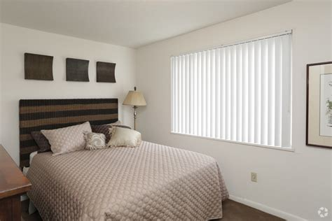 2 bedroom apartments cleveland ohio brookside oval apartments rentals cleveland oh