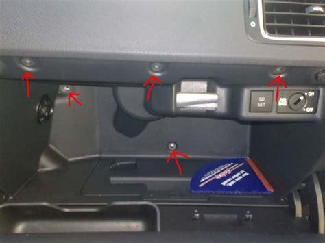Audi A4 B6 Handschuhfachdeckel Ausbauen by 04 Schrauben Innen Handschuhfach Ausbauen Polo 6r Vw