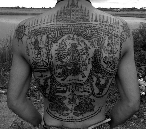 angelina jolie yantra tattoo les 307 meilleures images du tableau sak yant sur