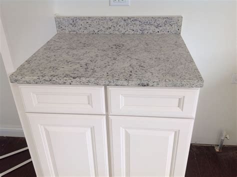 Cabinet Dalas by Dallas White Granite And White Cabinets This Is What Is