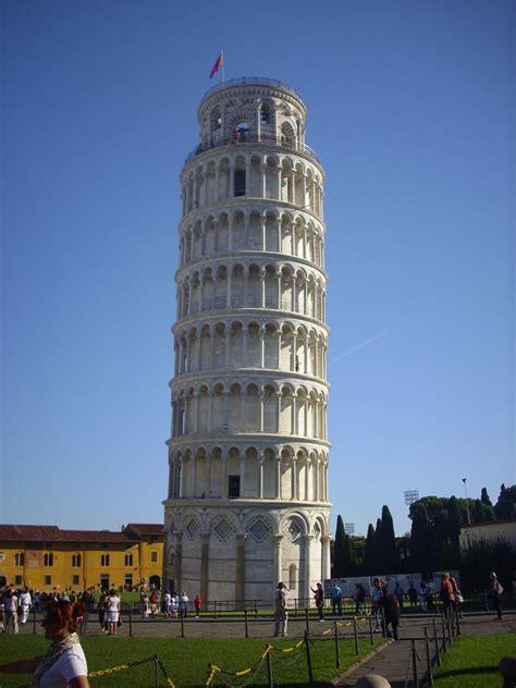 Kaos Menara Pisa Tuscany Itali gambar arsitektur pencakar langit monumen tengara