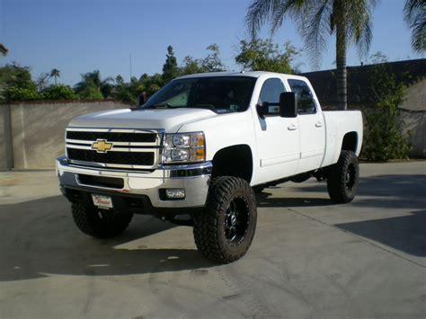 lifted white gmc lifted chevy duramax whiteanybody lifted a white denali