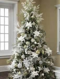 un 225 rbol de navidad blanco colores en casa
