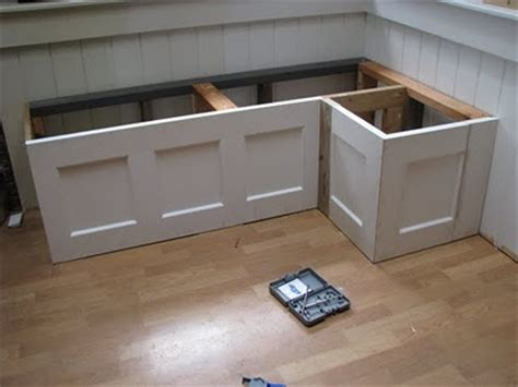 build  banquette   cabinets woodworking