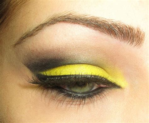 Make Up Eyeshadow yellow eye makeup ideas fashionstylecry bridal dresses wear makeup