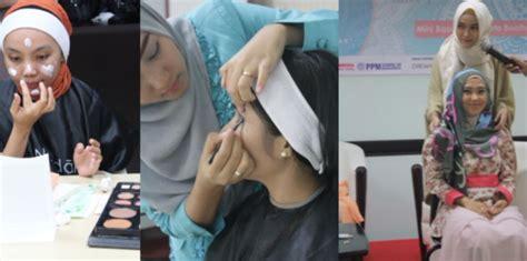 Seluruh Make Up Wardah hijabers ini cara rias yang dijamin bikin pangling