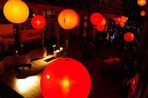 Lunix balloons by airstar kinetic lights