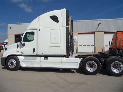 Sleeper Semi Trucks by 2011 Freightliner Cascadia 113 Sleeper Semi Truck For Sale