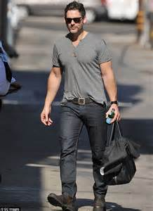 45 yr old mens clothing eric bana reveals he feels little despite 6 2ft height