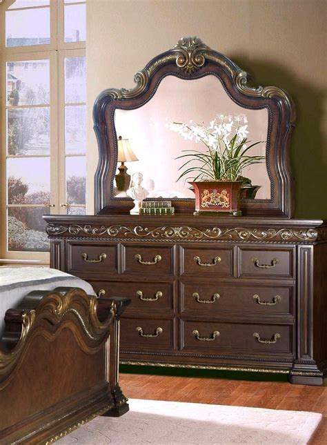 antique style bedroom sets valentine antique style queen 4 pc bedroom set in dark