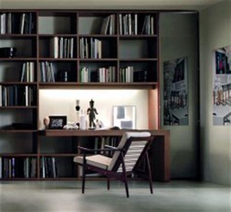 libreria con scrivania incorporata il di frigerio novit 224 per l arredamento