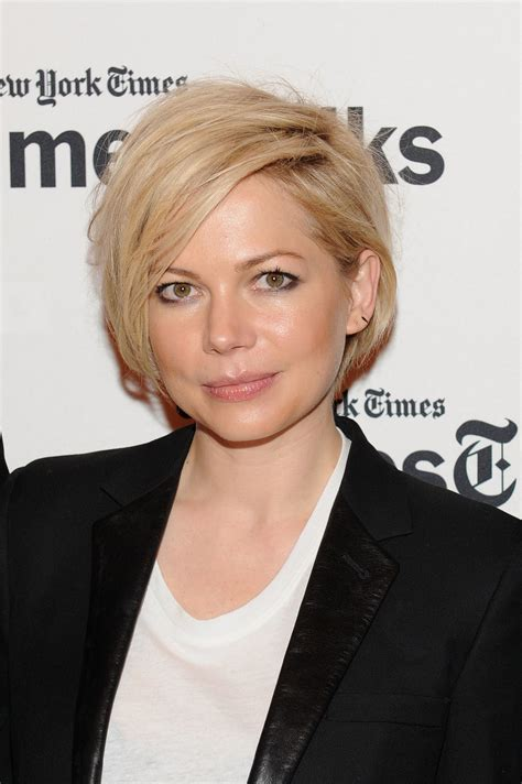 growing out an asymmetrical bob michelle williams grows hair from pixie to asymmetrical