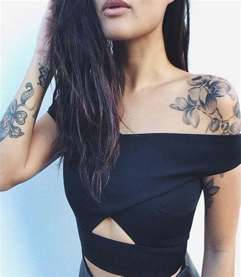 30  Simple and Small Flower Tattoos Ideas for Women