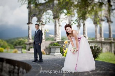 Gaun Wedding 33 33 bali pre wedding fotografer wedding photographer prayasa photography