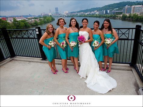 help with bouquet colors for black and blue dresses