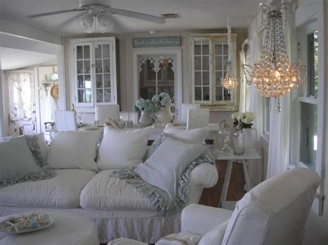 coastal cottage living rooms susie s holt cottage living room design chabby chic the chandelier