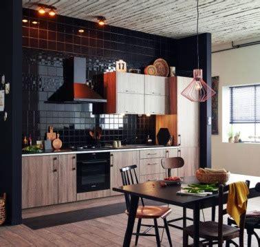 comment am駭ager une cuisine ouverte la cuisine ouverte ose le noir pour se faire d 233 co