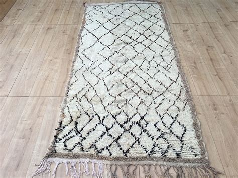 tapis rug east unique vintage moroccan rug tapis berbere azilal 260x116cm a 046