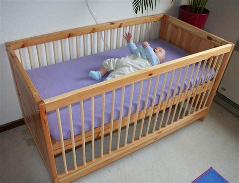 kinderbett matratzen auflage kinderbett holz gros babybett 70 215 140 matratzenauflage