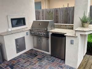 Outdoor Kitchen Ideas For Small Spaces Best 25 Small Outdoor Kitchens Ideas On Outdoor Grill Area Backyard Kitchen And