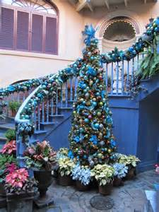Designer Decorated Christmas Trees - 30 beautiful christmas decorations that turn your staircase into a fairy tale