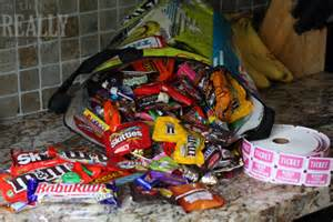 how to make halloween candy bags halloween candy amp our sweet ticket system is this really