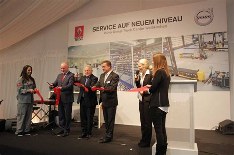 volvo group grand opening des volvo group truck centers traktuell