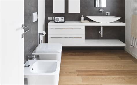 eiken badkamermeubel onderhoud parket of laminaat in de badkamer