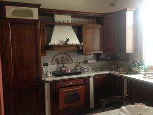 smontare cucina componibile cucina componibile con ante in legno massello posot class
