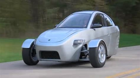 Cool Car With Mpg by Designed For Lone Commuters This Three Wheeled Car Gets