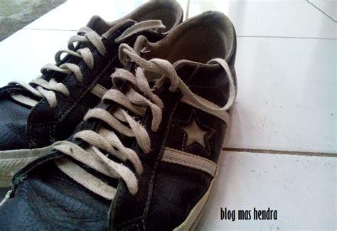 Sepatu Converse Warna Hitam gara gara sepatu ini saya terlihat mirip abg hendra