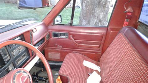 jeep burgundy interior 1986 jeep comanche 2 5 4x4 5 speed black burgundy interior