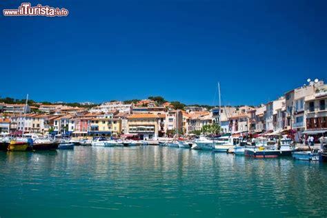 porto della francia il porto borgo di cassis in francia la costa