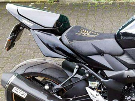 Motorrad Sitzbank Muster by Vorgestellt Werden Beispiele Von Neugepolsterten Suzuki