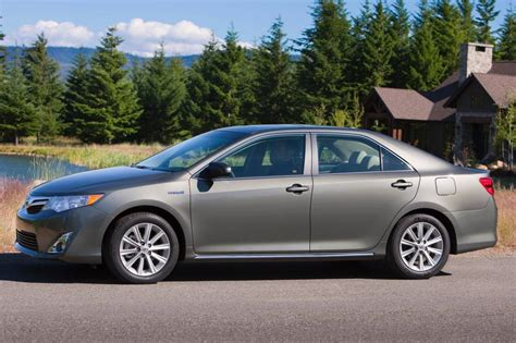 2014 toyota camry safety rating used 2014 toyota camry hybrid safety reliability edmunds