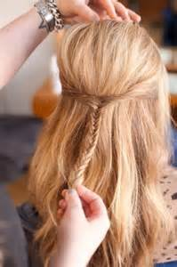 medium hairstyles for hair going out peinado de media cola con trenza tutoriales de moda