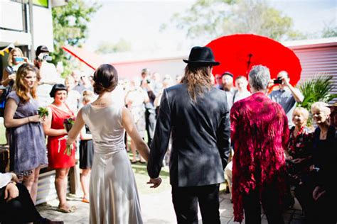 Backyard Wedding Melbourne by Chris Kyle S Cruisy Backyard Wedding Nouba Au Chris Kyle S Cruisy Backyard Wedding