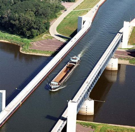 Lu Navigasi Kapal jembatan air magdeburg jembatan air terpanjang di dunia