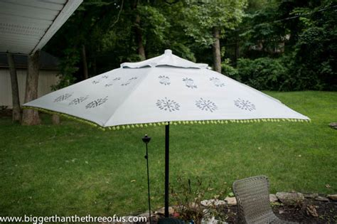 Upcycle An Old Patio Umbrella To A Beautiful Painted One Paint Patio Umbrella