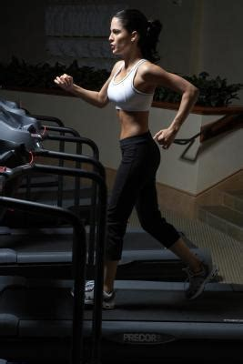 how to your to use a treadmill how to slim your hips by using a treadmill livestrong