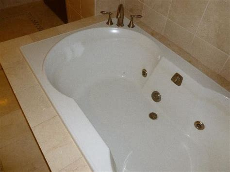 bathtub grime jacuzzi tub can t see the grime or hair on this pic but